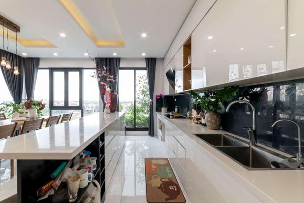 Căn nhà 5 tầng của vợ chồng Bát Tràng, thiết kế 3 ban công xanh nhưng vẫn đầu tư hẳn 400 triệu cho sân thượng 160m2 - Ảnh 8.