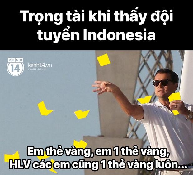 """Cả """"rổ"""" ảnh chế sau trận Việt Nam thắng Indonesia 4-0, không nhịn cười được với biểu cảm của thủ môn đội bạn - Ảnh 9."""