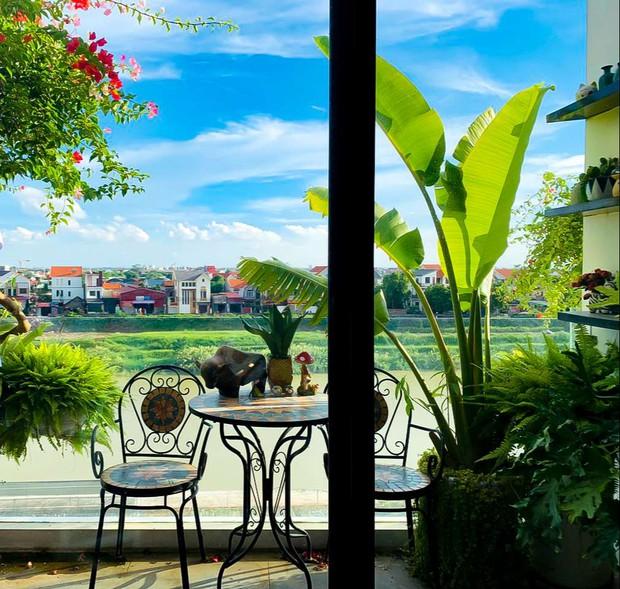 Căn nhà 5 tầng của vợ chồng Bát Tràng, thiết kế 3 ban công xanh nhưng vẫn đầu tư hẳn 400 triệu cho sân thượng 160m2 - Ảnh 13.