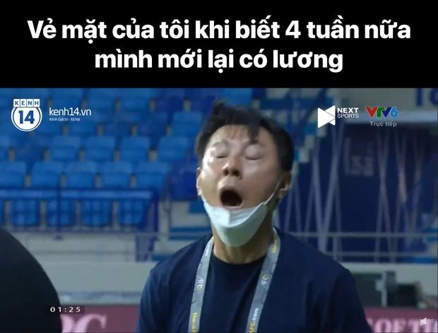"""Cả """"rổ"""" ảnh chế sau trận Việt Nam thắng Indonesia 4-0, không nhịn cười được với biểu cảm của thủ môn đội bạn - Ảnh 15."""