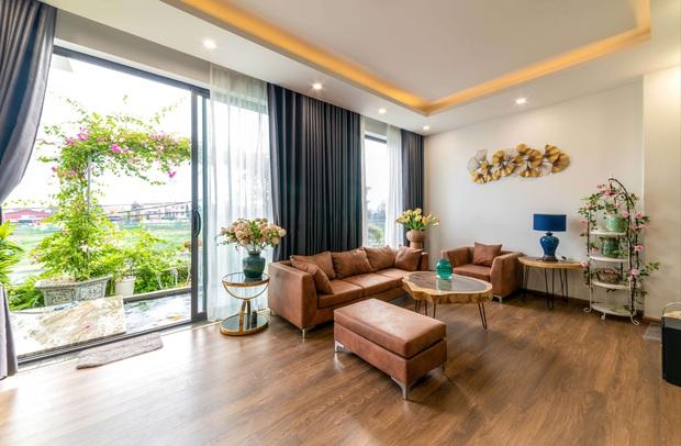 Căn nhà 5 tầng của vợ chồng Bát Tràng, thiết kế 3 ban công xanh nhưng vẫn đầu tư hẳn 400 triệu cho sân thượng 160m2 - Ảnh 3.