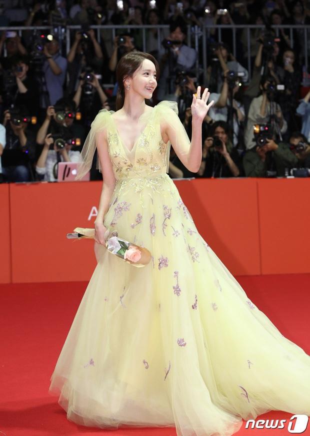 Người khác dễ bị dìm, riêng Yoona (SNSD) đẹp lộng lẫy như công chúa nhờ 1 điểm này: Bùng nổ visual nhất trên thảm đỏ Busan - Ảnh 6.