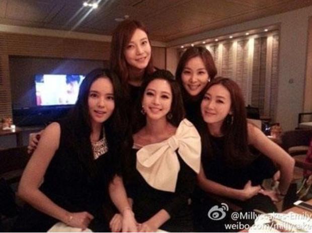 Nóng: Choi Ji Woo và 4 minh tinh bị khui ảnh đi karaoke, Han Ye Seul và vợ Jang Dong Gun cùng tranh Phó chủ tịch tập đoàn - Ảnh 2.