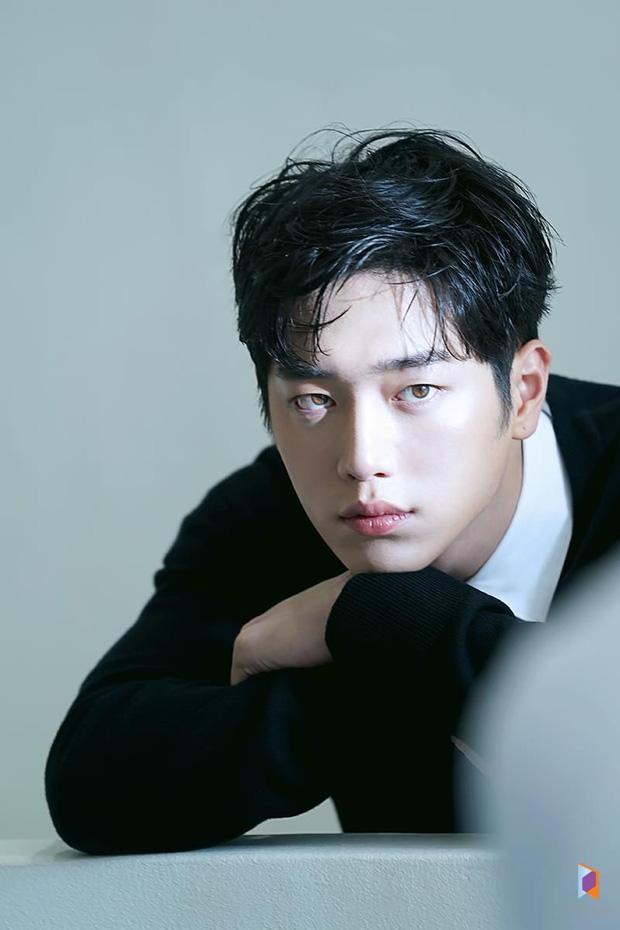 Tranh cãi BXH 7 sao nam đẹp trai nhất xứ Hàn: Gương mặt đẹp nhất thế giới V (BTS) và Sehun (EXO) cũng phải chào thua 1 nhân vật - Ảnh 7.