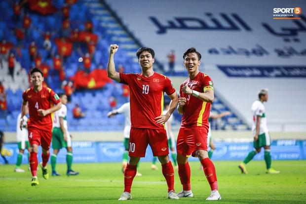 Tiếp viên hàng không hé lộ bí mật chưa kể ở chuyến bay của đội Việt Nam sang Dubai đấu vòng loại World Cup - Ảnh 1.