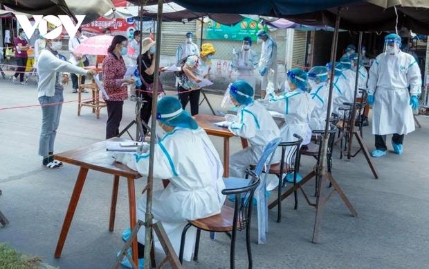 Số ca Covid-19 vượt 35.000, Campuchia tiếp tục được nhận vaccine từ Trung Quốc - Ảnh 1.