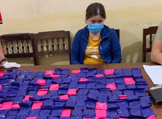 Bắt cặp tình nhân ôm 42.000 viên ma túy, 1 bánh heroin trong nhà nghỉ - Ảnh 1.