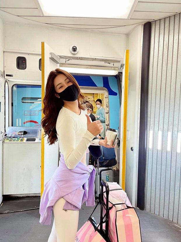 Khánh Vân diện đồ bảo hộ kín bưng, sẵn sàng cách ly ngay khi về quê nhà sau 1 tháng chinh chiến Miss Universe! - Ảnh 5.
