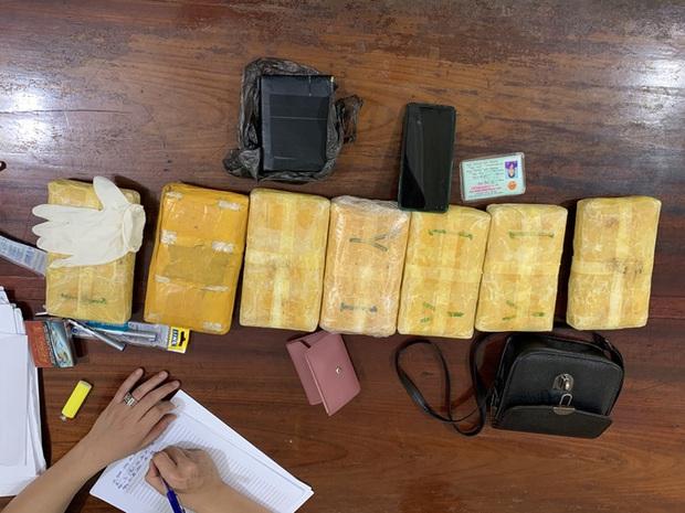 Bắt cặp tình nhân ôm 42.000 viên ma túy, 1 bánh heroin trong nhà nghỉ - Ảnh 3.