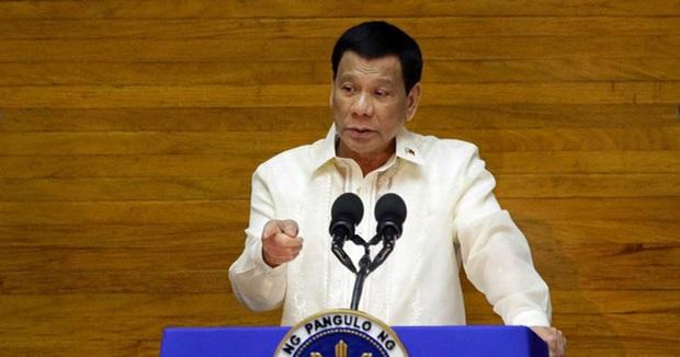 Áp tội danh giết người nếu lây COVID-19 cho người khác: Ông Duterte đe dọa mạnh tay để dập dịch - Ảnh 1.