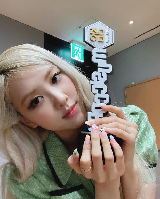 Khi main vocal của BLACKPINK và Red Velvet debut solo: Wendy được SM đầu tư nhưng chịu thua toàn tập trước Rosé? - Ảnh 15.