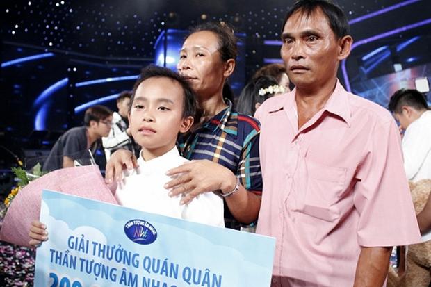 Hồ Văn Cường sau 5 năm đăng quang Vietnam Idol Kids: Thi thoảng đi phụ việc, bố mẹ ruột làm thuê ở quán của Phi Nhung - Ảnh 2.