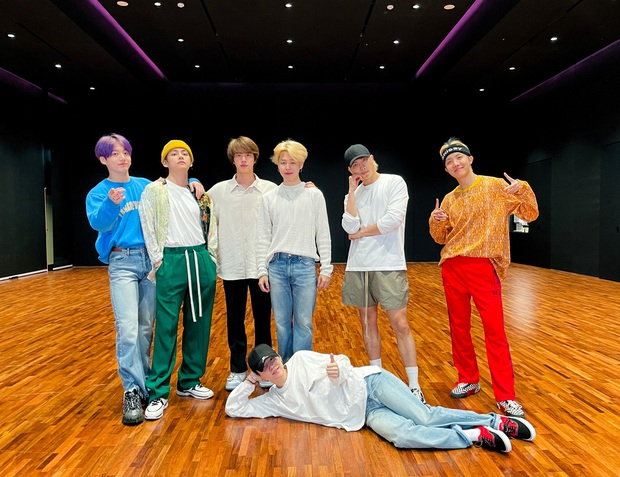 Xôn xao comeback của BTS vào tháng 7: Big Hit chưa confirm mà fan đã vội réo tên Tình Bạn Diệu Kỳ là sao? - Ảnh 1.