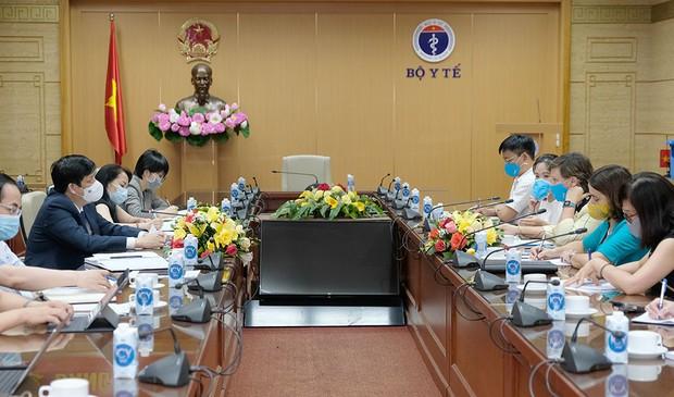 Bộ trưởng Bộ Y tế: Các nguồn vaccine Covid-19 về Việt Nam rất chậm - Ảnh 1.