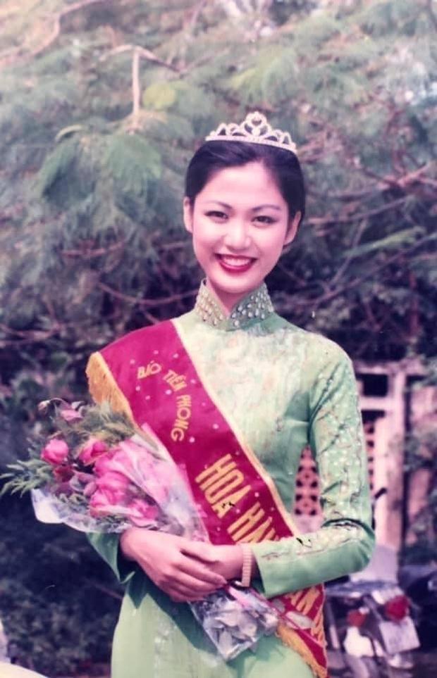 Hình ảnh hiếm của Hoa hậu Thu Thủy khi mới đăng quang, đọc lời tâm sự của cô giáo cũ mới thấy nàng Hậu tài giỏi và được yêu mến cỡ nào - Ảnh 2.