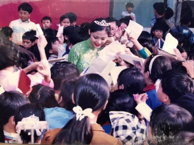 Hình ảnh hiếm của Hoa hậu Thu Thủy khi mới đăng quang, đọc lời tâm sự của cô giáo cũ mới thấy nàng Hậu tài giỏi và được yêu mến cỡ nào - Ảnh 3.