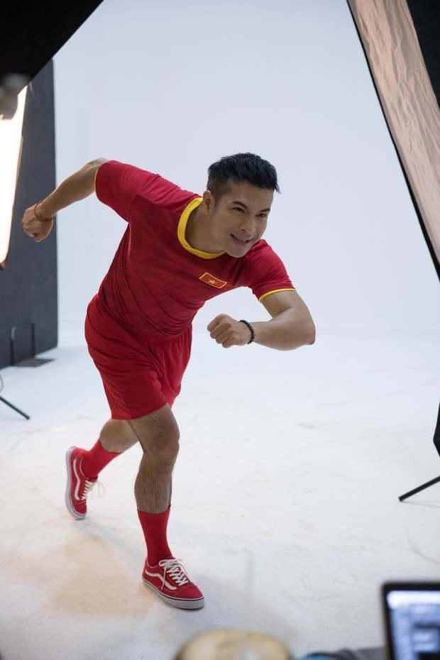 Cười xỉu khi xem dàn Running Man Việt hóa cầu thủ, trùm cuối BB Trần không làm mọi người thất vọng! - Ảnh 2.