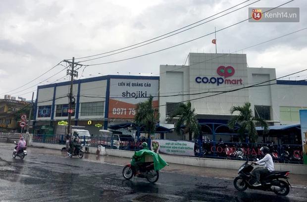 TP.HCM: Siêu thị Co.op Mart Xa lộ Hà Nội tạm ngưng nhận khách, những người từng đến đây và 2 địa điểm khác liên hệ ngay cơ quan y tế - Ảnh 1.