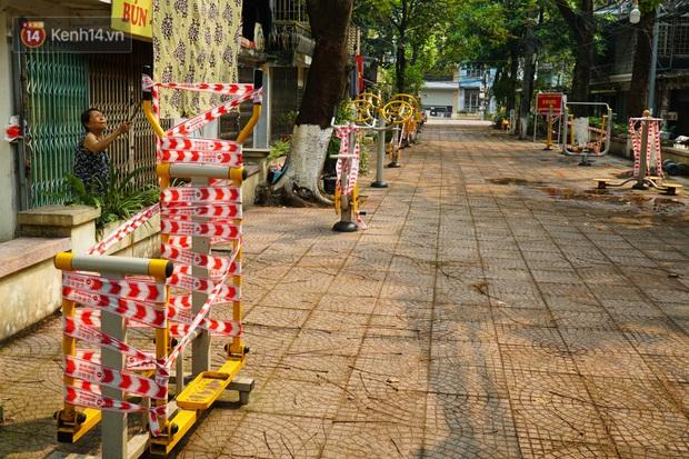 Hà Nội: Phong toả hàng loạt máy tập thể dục ngoài trời, khu vui chơi trẻ em để phòng dịch Covid-19 - Ảnh 6.