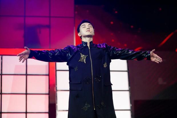 Bên dưới phần dự thi của một nam nghệ sĩ tại The Heroes, netizen tá hỏa hỏi ngược: Ủa giờ mới biết anh là ca sĩ luôn? - Ảnh 3.