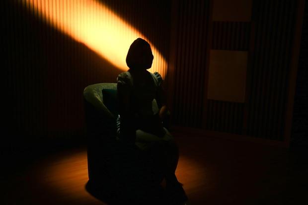 Người vợ đau khổ khi tiểu tam sống chung nhà, đòi chia thời gian 2-4-6 và 3-5-7 để ngủ với chồng - Ảnh 1.