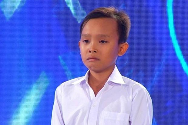 Hồ Văn Cường sau 5 năm đăng quang Vietnam Idol Kids: Thi thoảng đi phụ việc, bố mẹ ruột làm thuê ở quán của Phi Nhung - Ảnh 1.