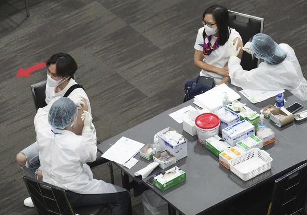 Châu Á đẩy mạnh tiêm vaccine, Campuchia ghi nhận số ca tử vong do COVID-19/ngày cao nhất - Ảnh 3.