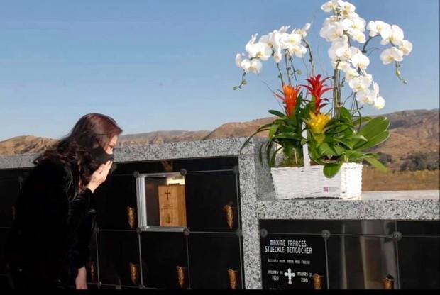 6 tháng sau cố NS Chí Tài qua đời, ca sĩ Phương Loan đến thăm mộ chồng và tâm sự 1 điều khiến ai cũng xót xa - Ảnh 7.