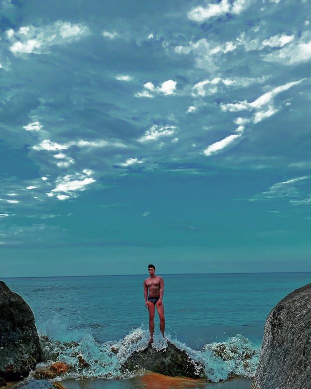 Trời xanh mây trắng, Nathan Lee mặc quần ngắn có như không, tính chặt đẹp dàn sao nữ hay gì? - Ảnh 2.