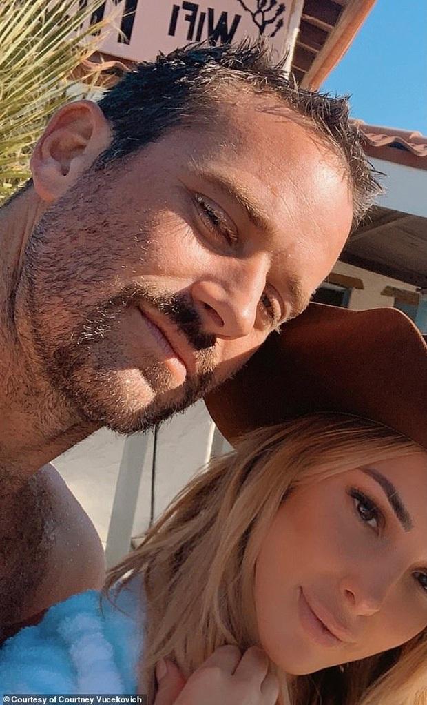 Tài tử kinh rợn nhất Hollywood: Bị tố hiếp dâm, đòi bẻ và nướng ăn xương sườn bạn gái và cái kết trong trại vì vợ con bỏ rơi - Ảnh 4.