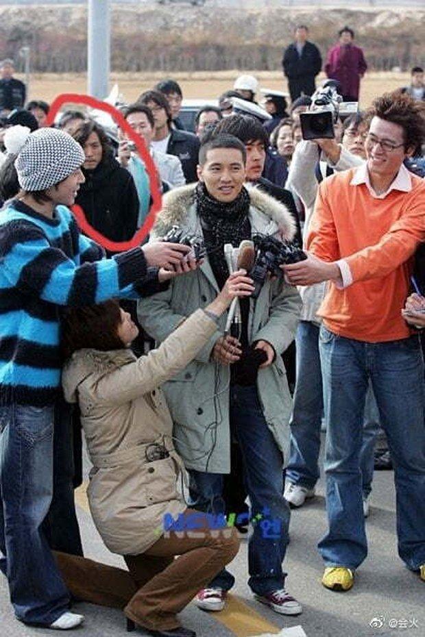 Cả Weibo rần rần hình ảnh anh trai của Won Bin, visual thế nào mà được nhận xét gen gia đình quá mạnh? - Ảnh 2.