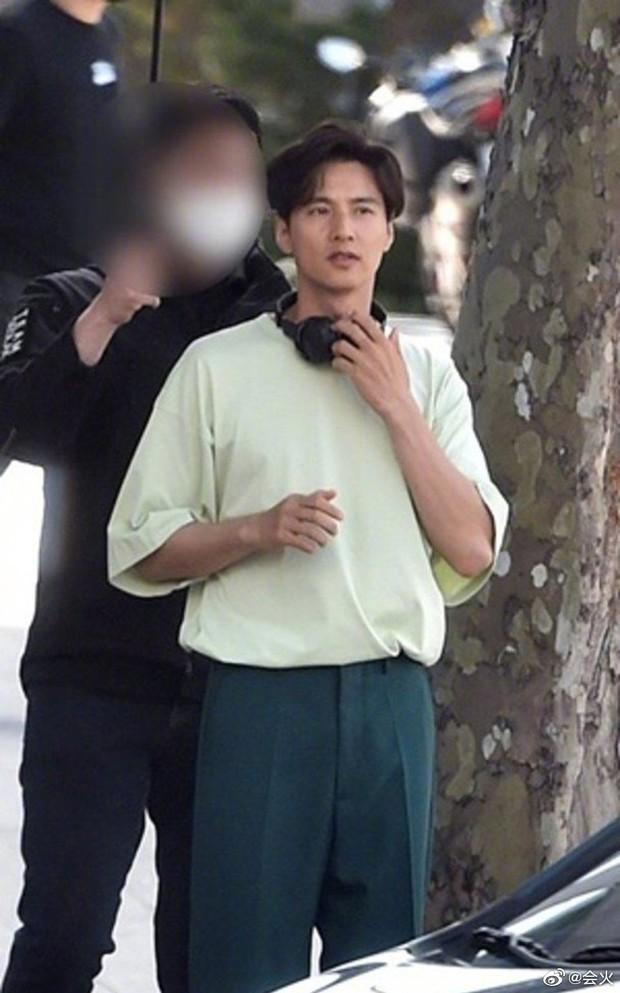 Cả Weibo rần rần hình ảnh anh trai của Won Bin, visual thế nào mà được nhận xét gen gia đình quá mạnh? - Ảnh 4.