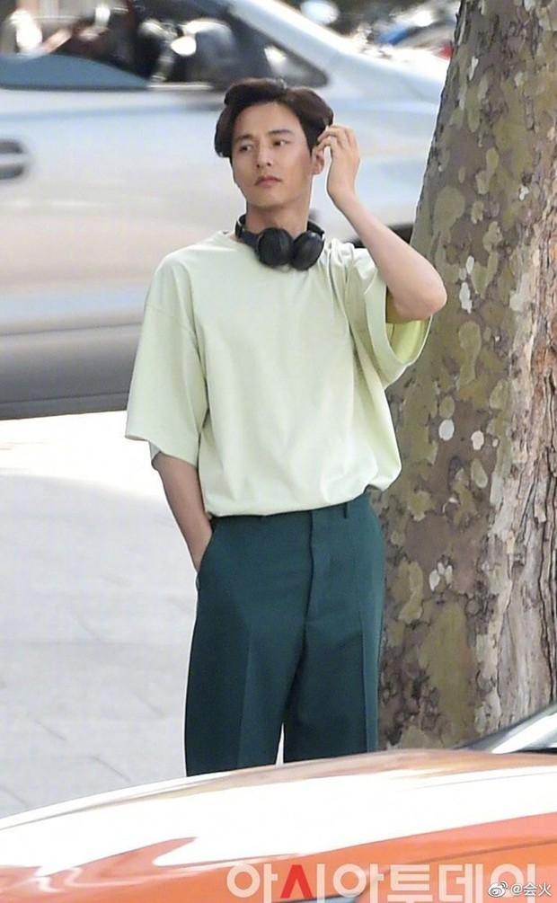 Cả Weibo rần rần hình ảnh anh trai của Won Bin, visual thế nào mà được nhận xét gen gia đình quá mạnh? - Ảnh 5.