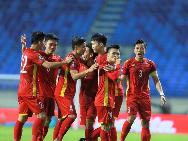 Cận cảnh nơi ăn chốn ở siêu sang, xịn của đội tuyển Việt Nam tại Dubai - Ảnh 1.