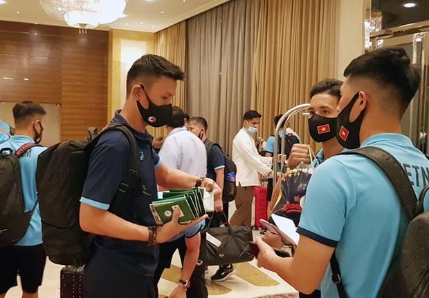 Cận cảnh nơi ăn chốn ở siêu sang, xịn của đội tuyển Việt Nam tại Dubai - Ảnh 2.