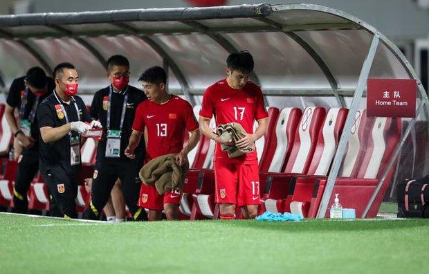 Cầu thủ Trung Quốc được khen là thiên tài sau khi tận dụng việc sân có ít khán giả để tung chiêu cực dị khiến đối thủ bị ức chế - Ảnh 1.