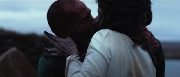 5 cảnh ghê rợn nhất dòng phim xác sống: Ói ra nội tạng chưa đáng sợ bằng ân ái với zombie - Ảnh 6.