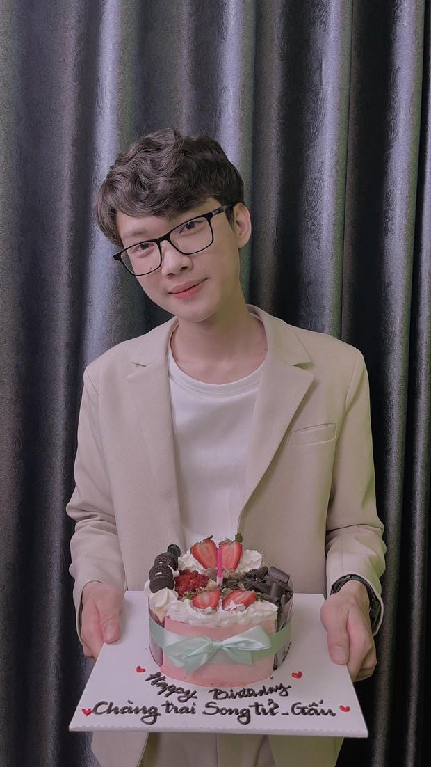 Anh Đầu Hộp chiêu đãi fan bằng màn bỏ hộp trong ngày sinh nhật, diện mạo khiến người xem phải ngỡ ngàng - Ảnh 3.