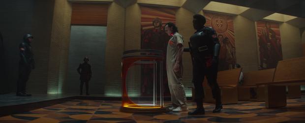 Loki tập 1 ảo diệu như WandaVision, thánh lừa bị chốt ngay vào mồm rồi không mảnh vải che thân - Ảnh 5.