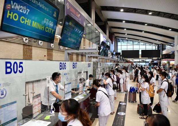 Hơn 300 cán bộ, sinh viên Hải Dương cấp tốc lên đường chi viện TP.HCM chống dịch - Ảnh 2.