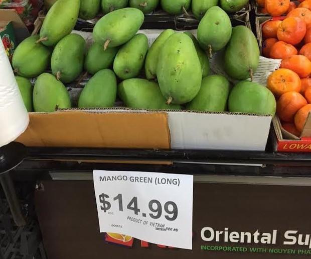 Xoài xanh Việt Nam được bán trong siêu thị Australia, mức giá cao ngoài mong đợi - Ảnh 1.