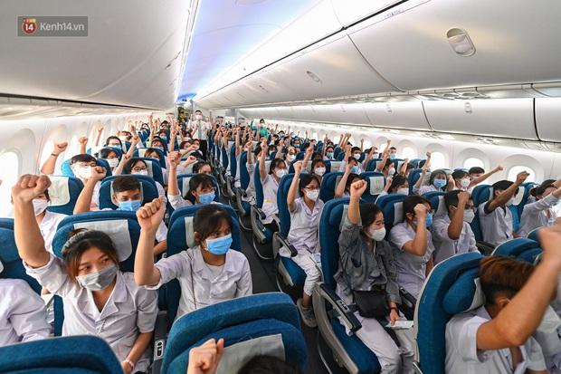 Hơn 300 cán bộ, sinh viên Hải Dương cấp tốc lên đường chi viện TP.HCM chống dịch - Ảnh 8.