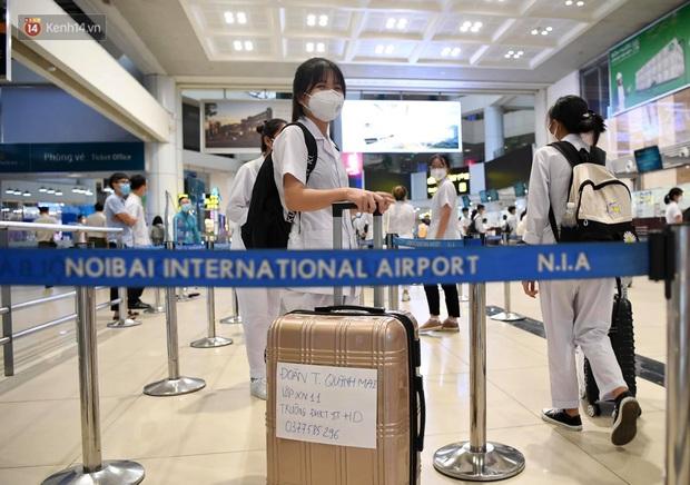 Hơn 300 cán bộ, sinh viên Hải Dương cấp tốc lên đường chi viện TP.HCM chống dịch - Ảnh 4.