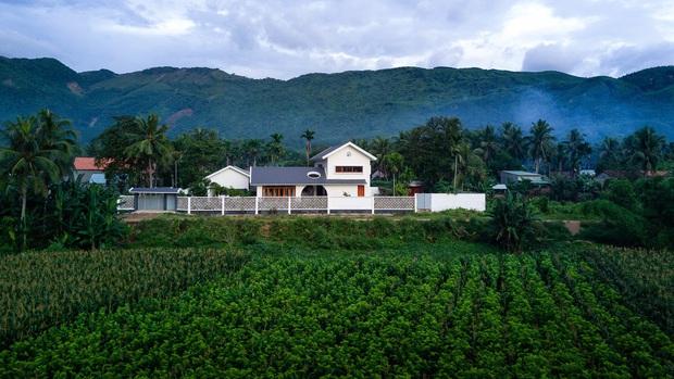 Chuẩn con trai nhà người ta: Chàng 8x xây nhà 200m2 giữa núi đồi Bình Định tặng bố mẹ, đặt tên An Lão  - Ảnh 3.