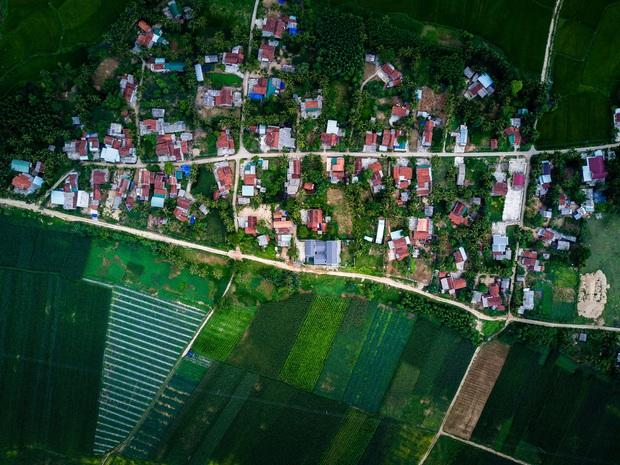 Chuẩn con trai nhà người ta: Chàng 8x xây nhà 200m2 giữa núi đồi Bình Định tặng bố mẹ, đặt tên An Lão  - Ảnh 1.