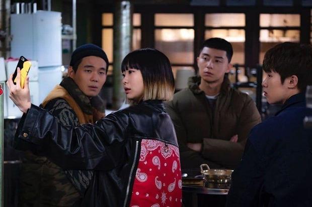 6 hội bạn cực phẩm ở phim Hàn: Đội F5 Hospital Playlist gây mê khán giả, Song Joong Ki dẫn đầu rạp xiếc trung ương - Ảnh 17.