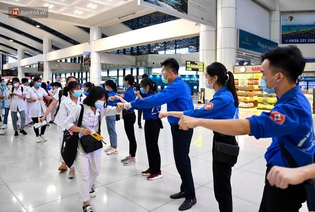 Hơn 300 cán bộ, sinh viên Hải Dương cấp tốc lên đường chi viện TP.HCM chống dịch - Ảnh 5.