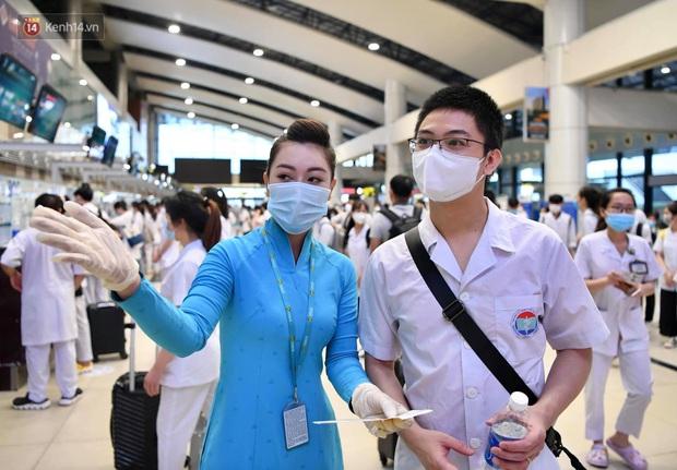 Hơn 300 cán bộ, sinh viên Hải Dương cấp tốc lên đường chi viện TP.HCM chống dịch - Ảnh 12.