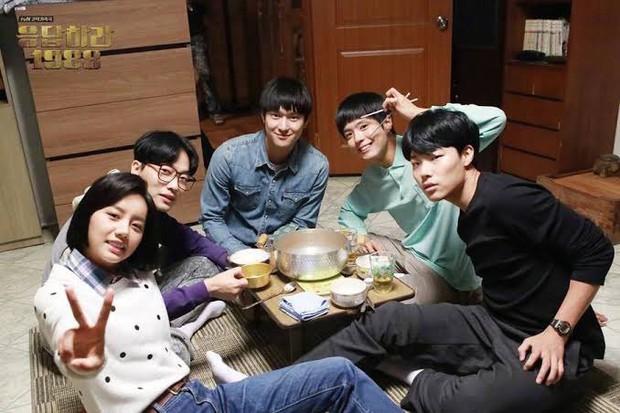 6 hội bạn cực phẩm ở phim Hàn: Đội F5 Hospital Playlist gây mê khán giả, Song Joong Ki dẫn đầu rạp xiếc trung ương - Ảnh 19.