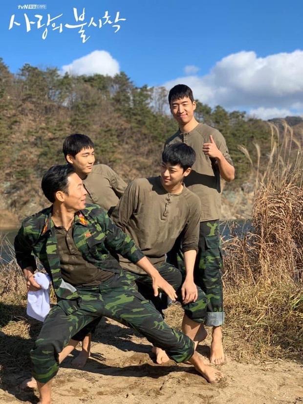 6 hội bạn cực phẩm ở phim Hàn: Đội F5 Hospital Playlist gây mê khán giả, Song Joong Ki dẫn đầu rạp xiếc trung ương - Ảnh 9.